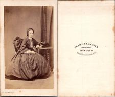 Neumayer, München, Jeune femme en pose, circa 1860 CDV vintage albumen -  Tira