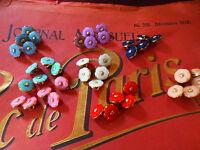 les menus boutons neufs fleurs  pour petits vétements ,vendus par 15===,qualité,