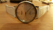Nice Gents wrist watch Omax quartz vintage style silver face and white strap
