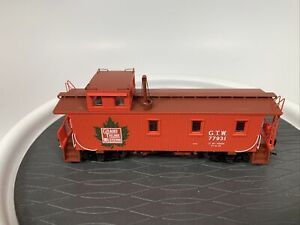 HO Scale Walthers 30' Wood Caboose GTW 77932
