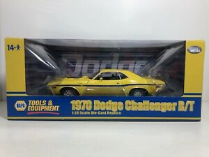 HIGHWAY 61 1970 DODGE CHALLENGER R/T YELLOW NAPA EXCLUSIVE 1:24 FREE SHIPPING