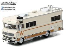 1:64 GreenLight *HD TRUCKS 8* 1973 Winnebago Chieftain Motor Home RV Camper NIP