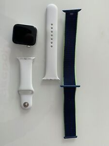Apple Watch Series 4 GPS 44mm Cassa in Alluminio Argento + 1 cinturino originale