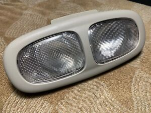 2007 GMC Envoy Chevrolet OEM front and center mounted interior dome light grey