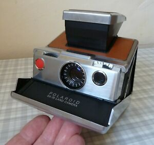 VERY FIRST POLAROID SX-70 CAMERA EX.CON. WITH FILM AND ORIGINAL LEATHER CASE
