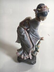 Lladro Porcelain Japanese Geisha Figure Flowers Vintage 1984 Daisa