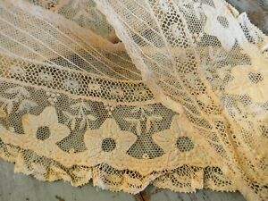 Antique Bobbin Lace Collar With Applied Flowers