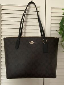 NWT Coach Zip Top Tote In Signature Canvas 4455 Brown