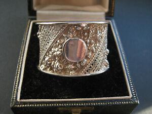 Cased ornate silver napkin ring London 1890