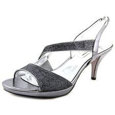 Slim Med (1 in. to 2 3/4 in.) Sandals & Flip Flops for Women