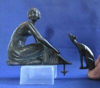 Sculpture Dame au chien - Levrier Ref P0103