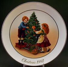 """Avon 1982 Christmas Memories """"Keeping the Christmas Tradition"""" Collector Plate"""
