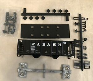 2 UNASSEMBLED HO Scale Roundhouse train cars #1466 Wabash+#2044 Peoria & Eastern