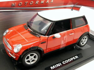Motormax 1/18 Scale Diecast  73114 BMW Mini Cooper Red with White Roof
