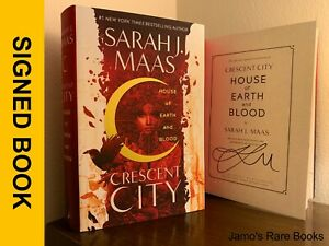 Sarah J. Maas SIGNED BOOK House of Earth and Blood : Crescent City 1ST Hardcover