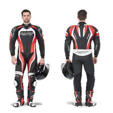 Pantaloni in pelle rossa per motociclista