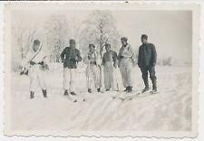 Foto Soldaten im Wintertarn mit Ski-Schneeschuh  2.WK  (D217)