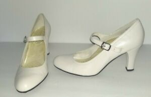 Vtg CLASSY APOSTROPHE Marcella White SIZE 8 M Heels Mary Jane Buckle Strap