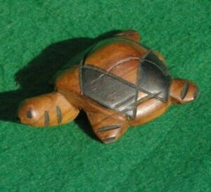 SMALL CHARACTER CARVING OF A TURTLE IN STAINED VARNISHED WOOD