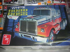 1/25 WHITE ROAD BOSS   AMT maquette camion