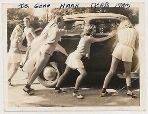 LEGGY SADDLE SHOE WOMEN Men PUSH OLD CAR! vtg 1940's SNAPSHOT photo