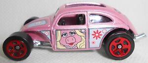 Hot Wheels The Muppets Miss Piggy Volkswagen Beetle Pink Loose 2021