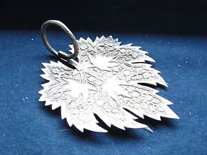 A SMALL LEAF DISH,  STERLING SILVER, MIDDLE EASTERN, 1900, CHASED & ENGRAVED