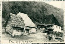 Yougoslavie, Une Ferme en montagne (Bosnie Herzégovine), 1957  Vintage silver pr