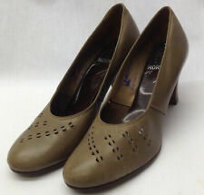40s 'Norvic' Original Brown Rounded Toe Shoe with Cut Out and Stitch Feature.