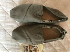 Toms classic Olive canvas size 7