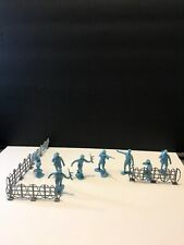 MARX reissued toy soldiers WWII French soldiers 8 figures W Barbed Wire