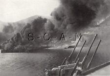 WWII Ge Grand (9.25x7.25) Photo de Presse Image- Marine Aa Gun- D Citerne Fire-