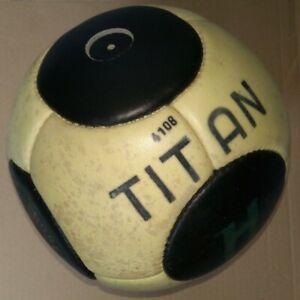 Ancien ballon de football en cuir Hungaria, modèle Titan (Scaphandre). NO ADIDAS