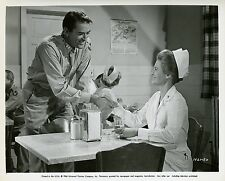 ANGIE DICKINSON GREGORY PECK CAPTAIN NEWMAN, M.D. 1963 VINTAGE PHOTO N°2