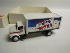 Winross Pepsi Straight Truck International Delivery Pepsi Can on Ice 1994 VGC