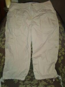 NWOT St John's Bay Capri Pants Women's Khaki Size 10