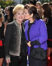 DEBBIE REYNOLDS & DAUGHTER CARRIE FISHER IN 2011 - 8X10 PUBLICITY PHOTO (ZY-707)
