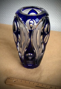 Schwere Vase, Glas, 16cm hoch, 10cm Durchmesser, 70er oder älter