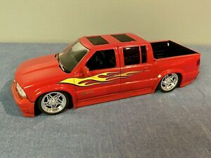 JADA 1/24 2000 CHEVY PICKUP TRUCK S-10 Crew Can RARE Red Lowrider