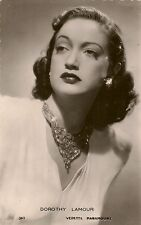CARTE POSTALE PHOTO CELEBRITE ACTRICE DOROTHY LAMOUR