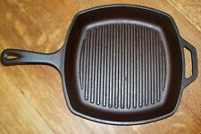 "LODGE SGP CAST IRON 10.5"" SQUARE GRILL PAN SEASONED SKILLET SITS FLAT"