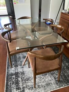 Walnut solid glass dining table and replica Hans Wegner Elbow chair