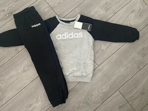 BRAND NEW WITH TAGS BOYS ADIDAS FLEECE TRACKSUIT / JOGGER SET - SIZE 3-4 YEARS