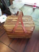 vintage 13x8x10 National Can picnic basket / handled lunch box