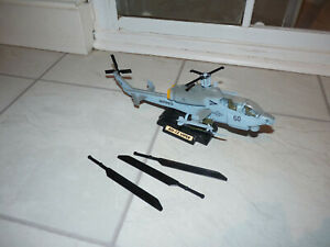 Motormax 76315 Combat AH1Z Viper Helicopter - 1:48 Scale - Damaged