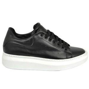 Sneakers uomo bassa in vera pelle vitello nero e fortino tono su tono con fondo