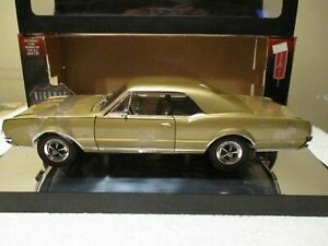 1/18 Scale 1967 Oldsmobile 4-4-2 Coupe Highway 61 Collectible Car NIB