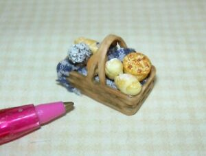 Miniature Filled Brown Resin Bread Basket w/Grapes #3: DOLLHOUSE Miniatures 1:24