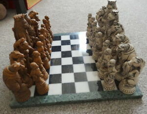 REYNARD THE FOX WHITE & BROWN GRAND COLLECTOR CHESS SET WITH BOARD