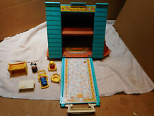#990  VINTAGE FISHER-PRICE LITTLE PEOPLE A-FRAME HOUSE NOT COMPLETE